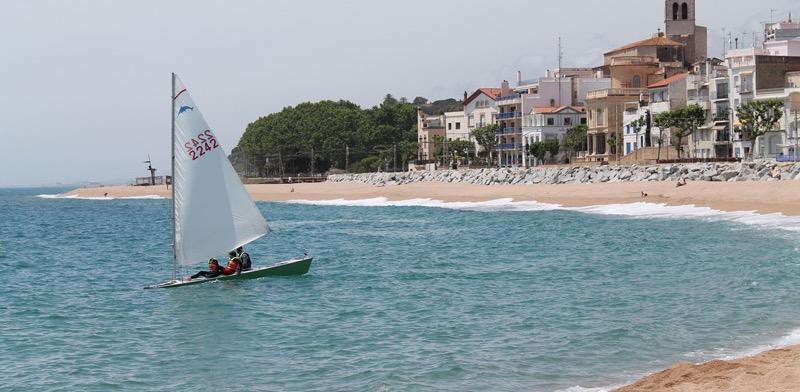 playa-para-perros-en-sant-pol-de-mar-barcelona